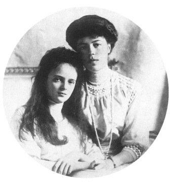 Княжна императорской крови Ирина Александровна с теткой Великой Княгиней Ольгой Александровной.