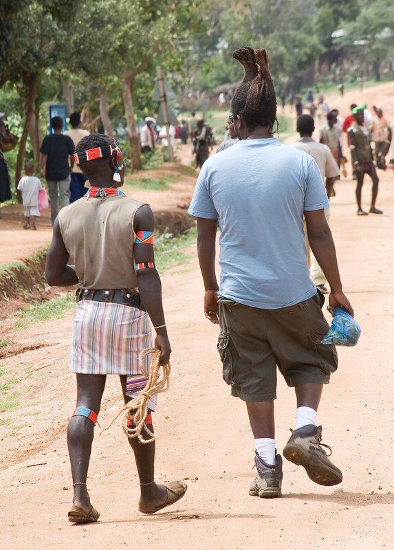Дяденька с термитником на голове