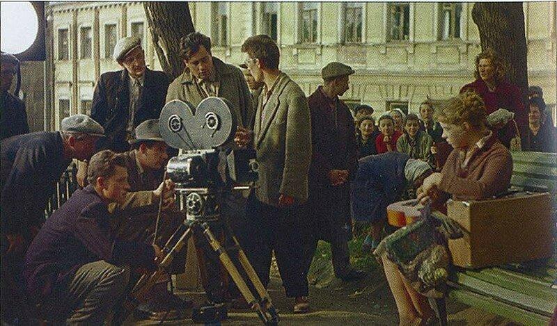 На съемках художественного фильма Девушка без адреса, Москва, 1957 год..jpg