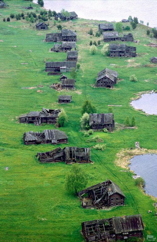 Деревня Пегрема в карельском Заонежье, как и Яндомозеро, покинута людьми Фотография Владимира Ларионова 2009.jpg