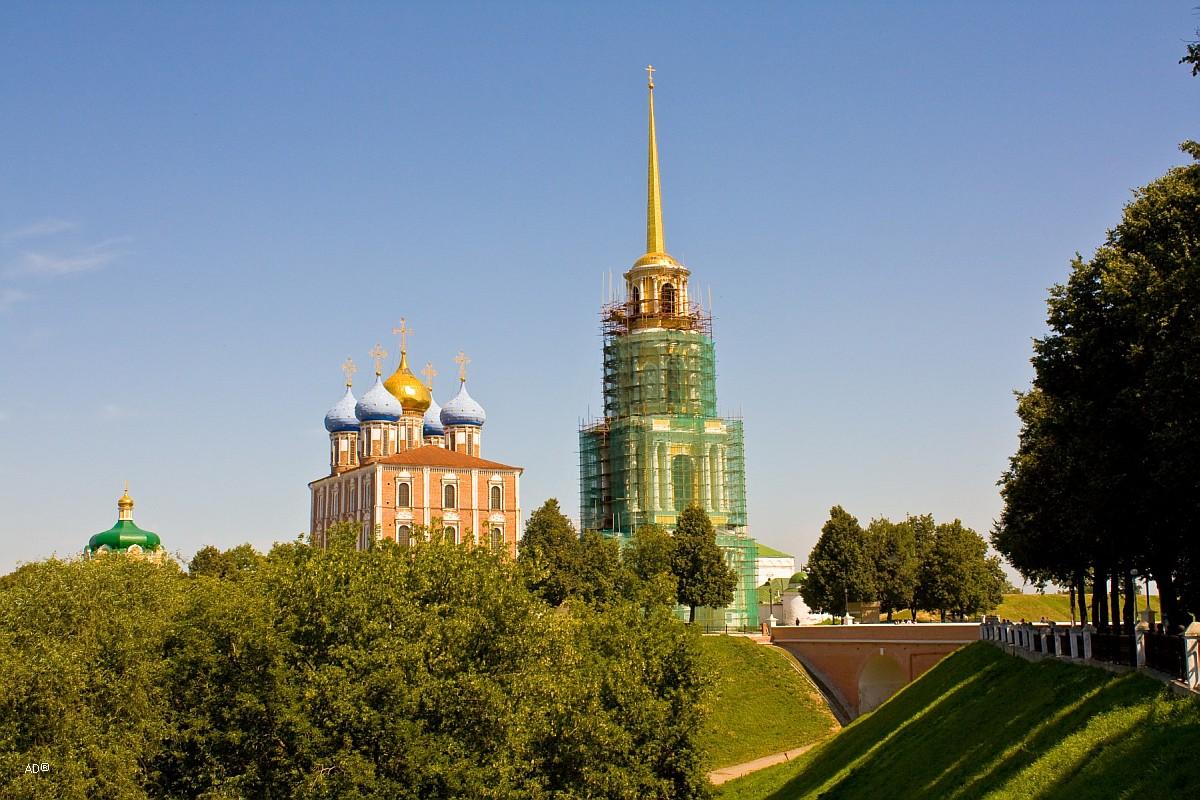 Колокольня Рязанского Кремля и Успенский собор