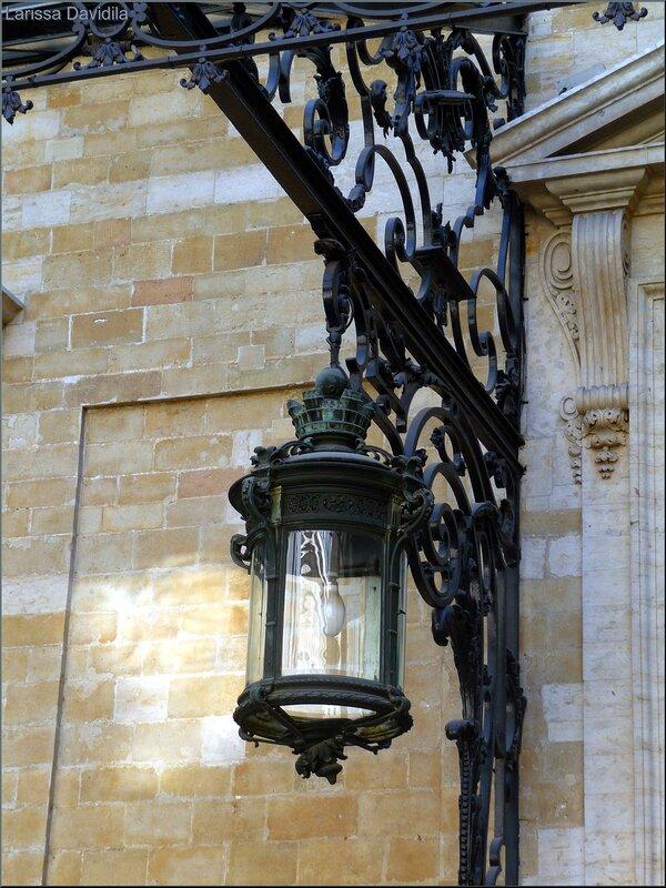 Старинный фонарь.