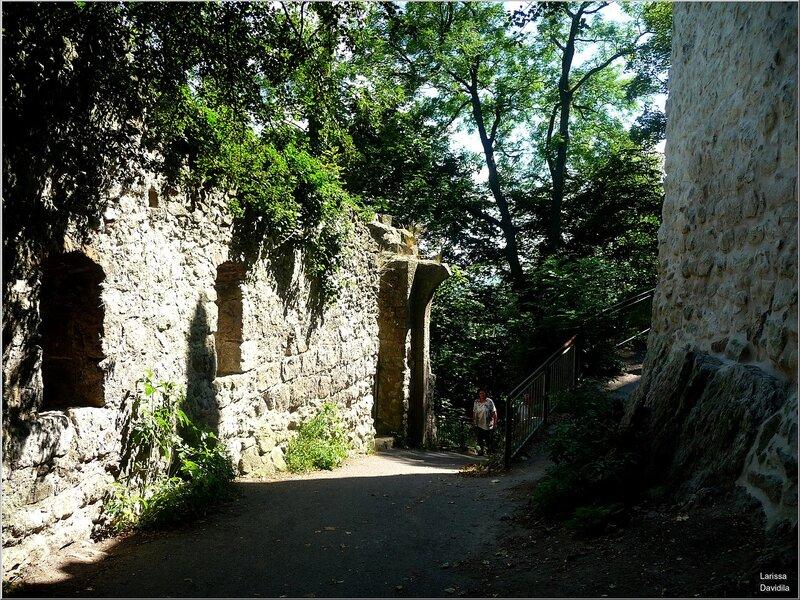 Спуск к замку Драхенбург.