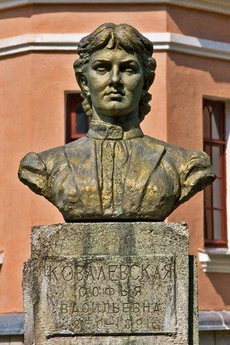 Памятник Ковалевской.jpg