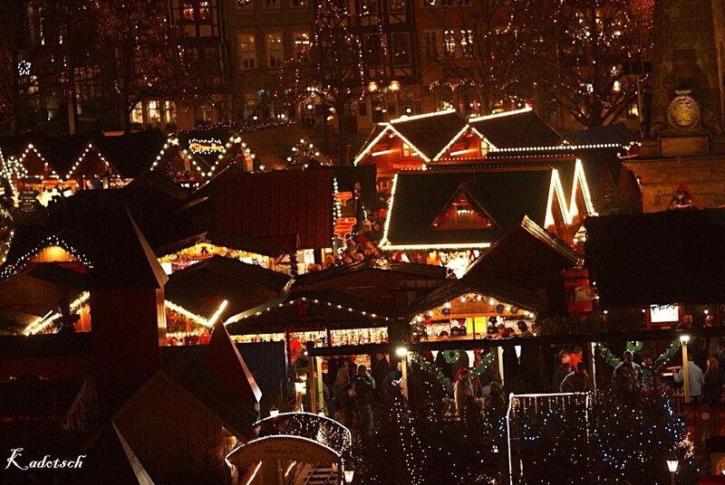 Вечером на рождественском базаре
