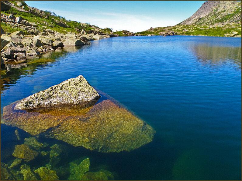Прозрачная вода озера Сказка