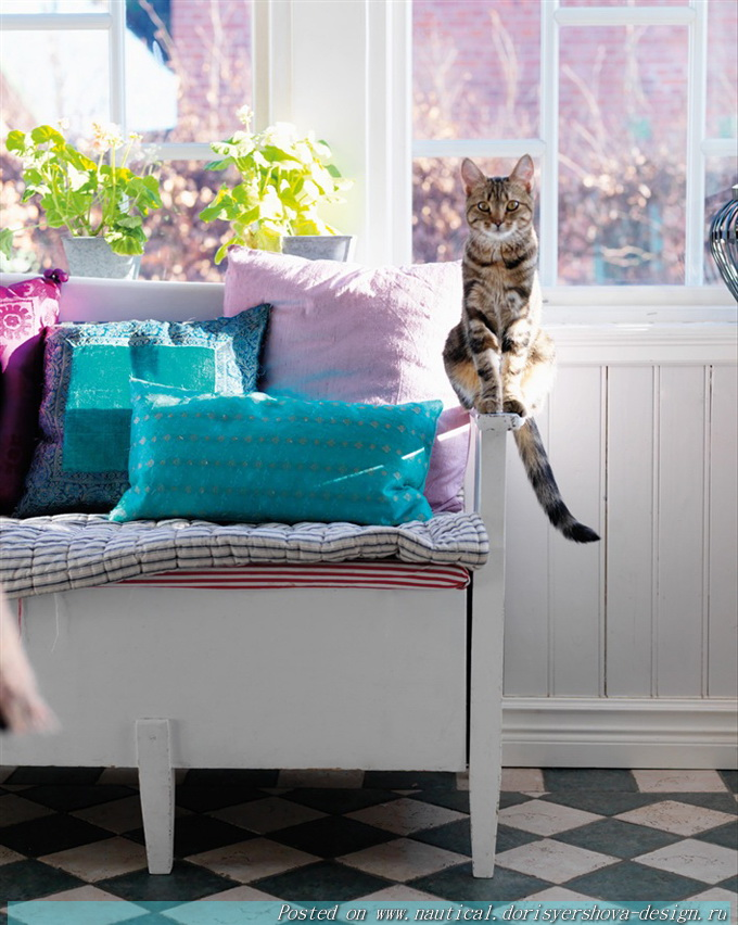 интерьер в бирюзовых тонах, кот, диван