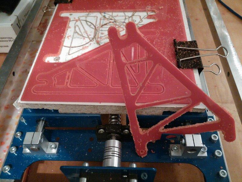 Рраптор режет красный акрил-11.jpg