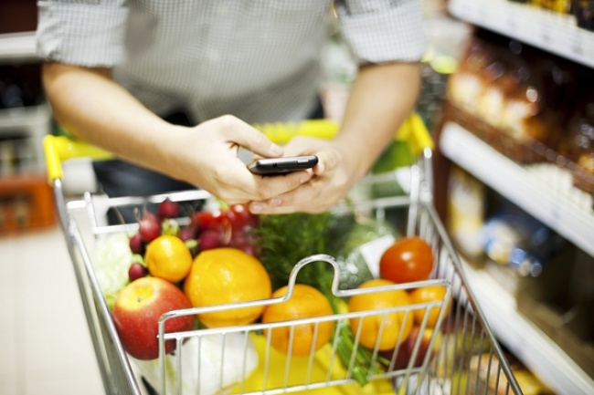 Есть такое негласное правило: неходи запродуктами голодным. Кнему можно смело добавить: неходи п