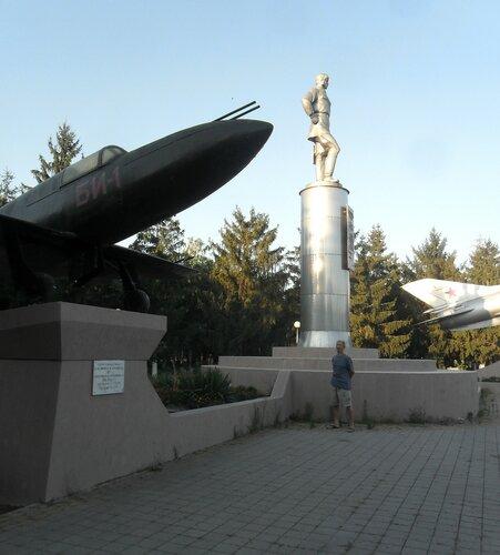 У памятника ... SAM_8775.JPG