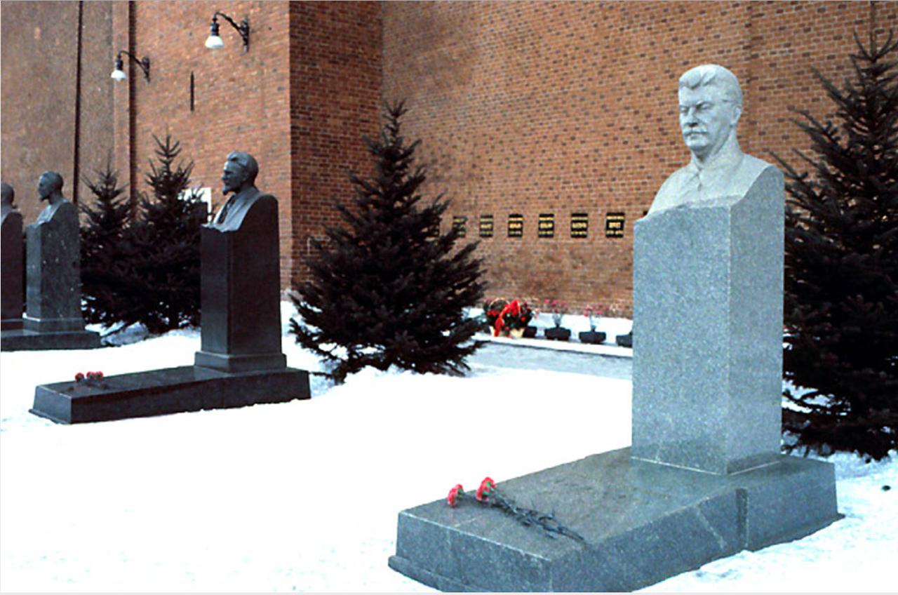 1971. Москва. На могиле Сталина