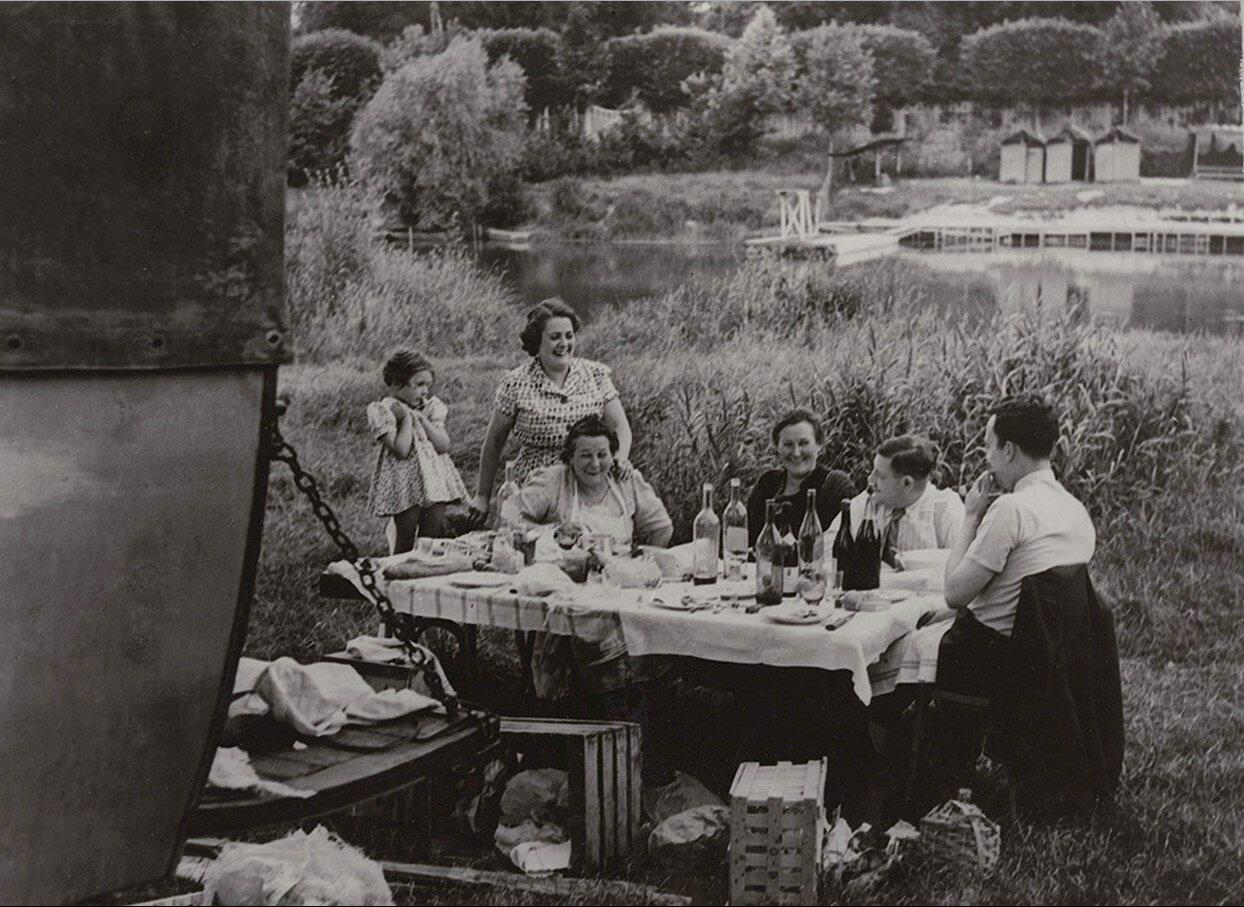 1937. Пикник на берегу Марны