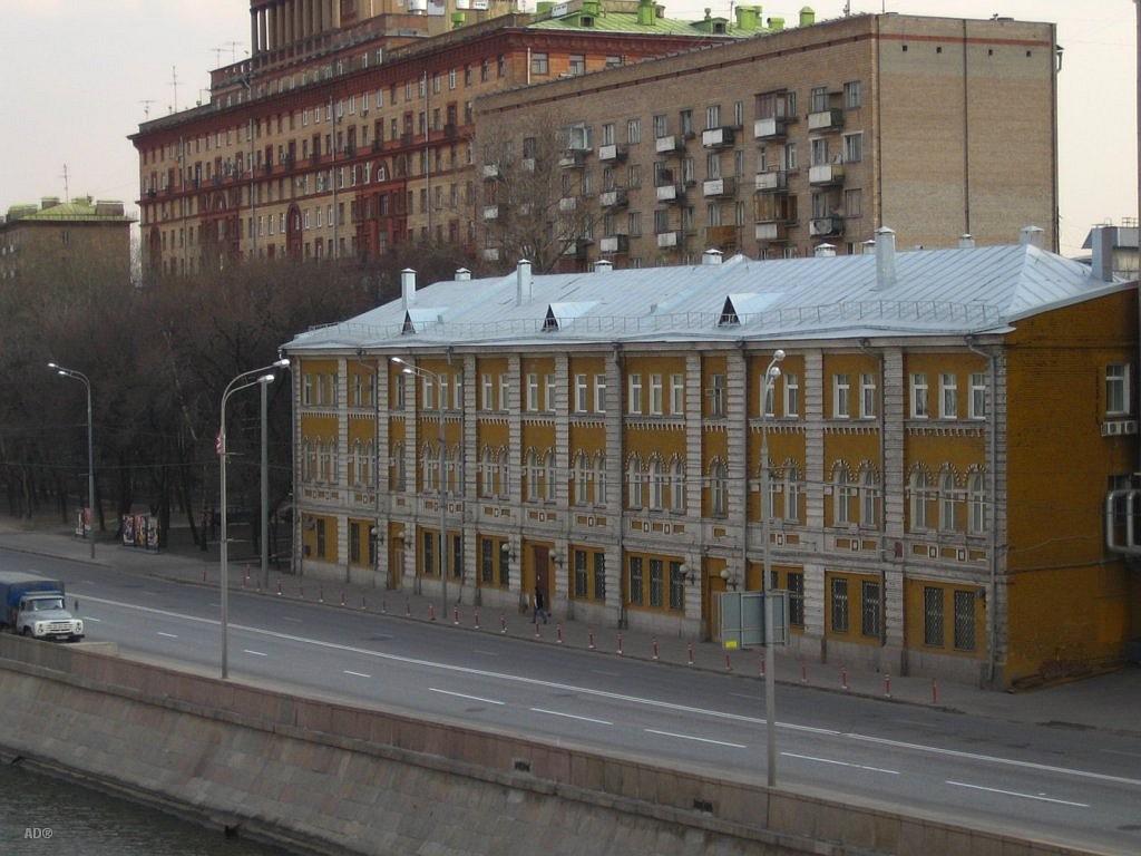 Жилой дом на Космодамианской наб.