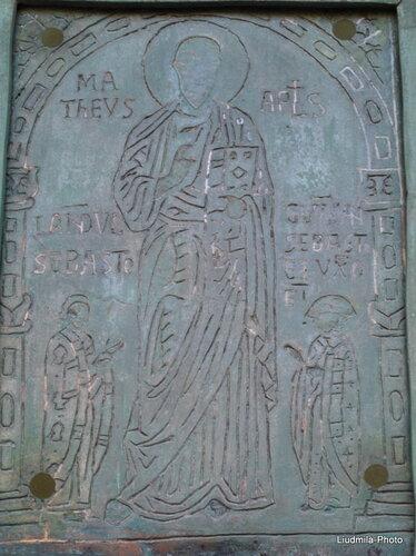 Бронзовая дверь кафедрального собора Салерно