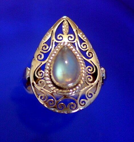 Непальское серебряное кольцо с лунным камнем