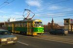 По узкой колее на стареньком трамвайчике...