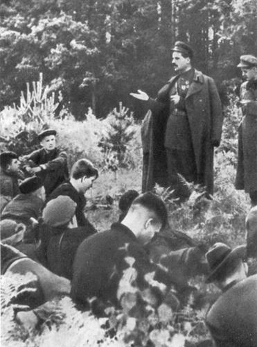 С. В. Руднев проводит собрание