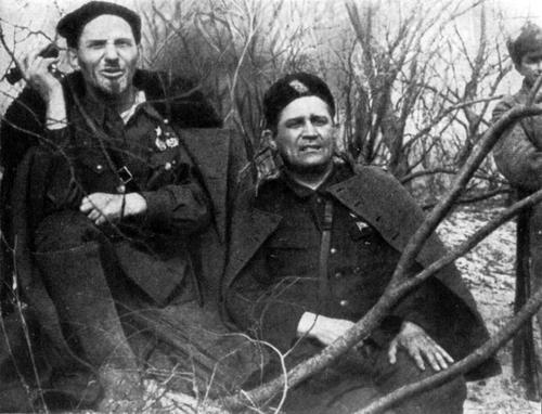 С.А. Ковпак и дважды Герой Советского Союза А.Ф. Фёдоров на Припяти.