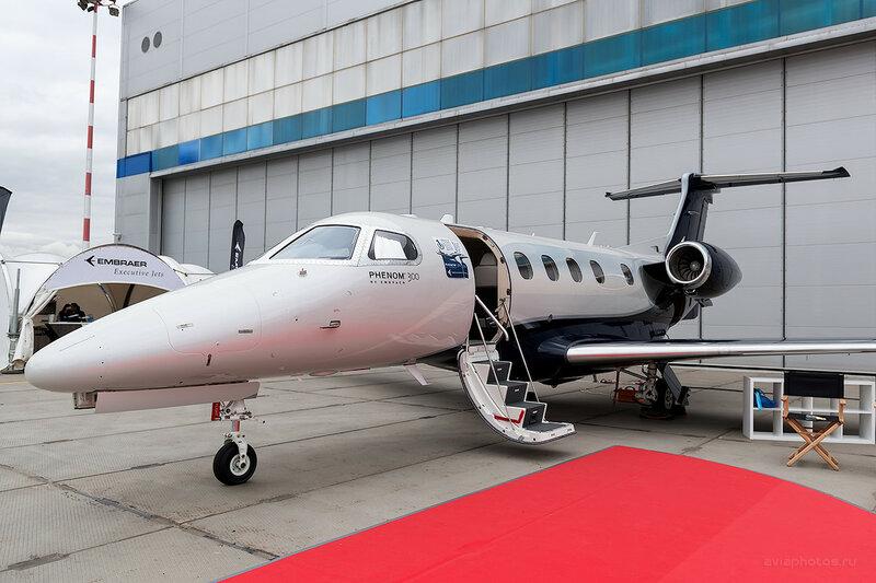 Embraer EMB-505 Phenom 300 Embraer D800820