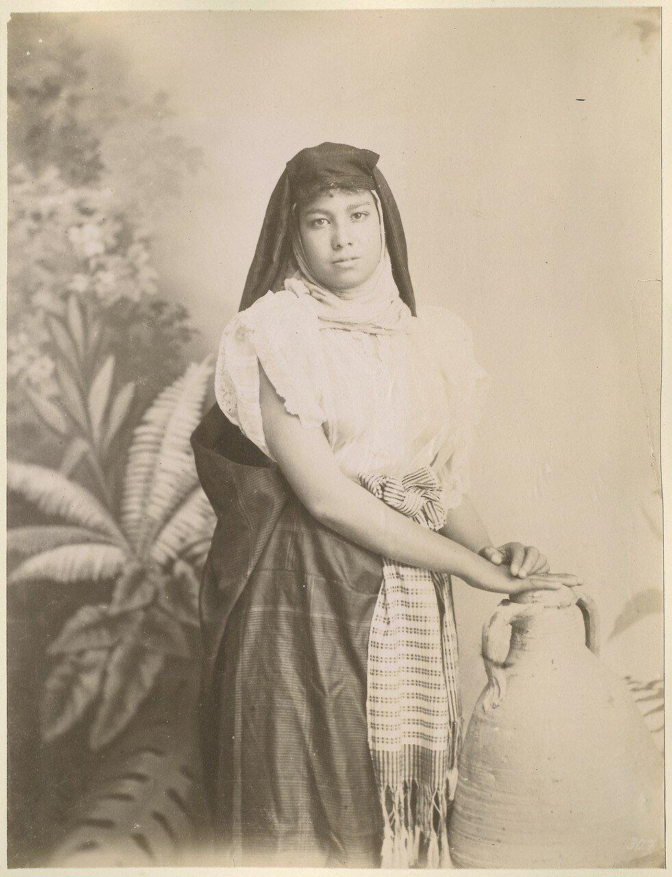 Студийный портрет женщины