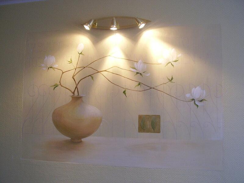 Художественная роспись стен, ткани, картины.