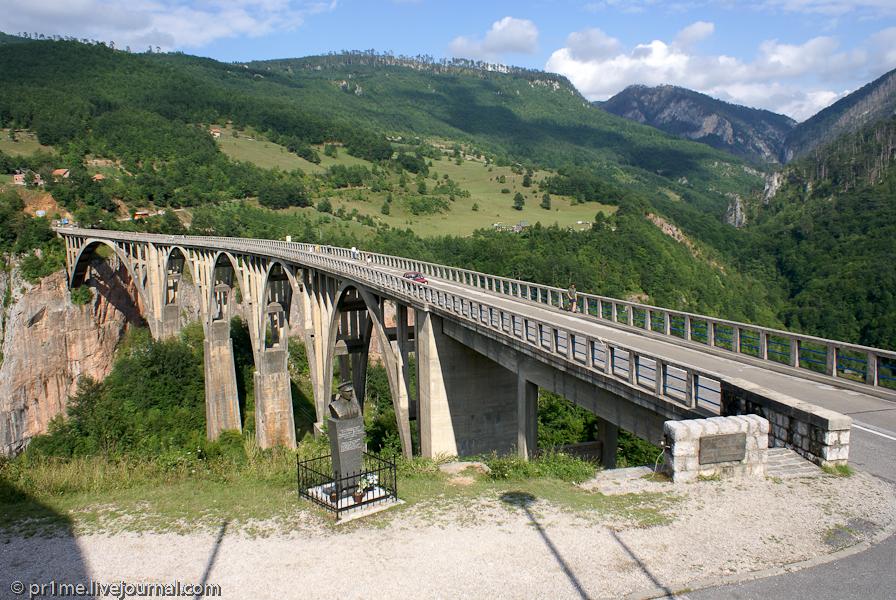 Von mojkovac bis zur tarabrücke ( durdevicabrücke) führt eine schmale, doch gut