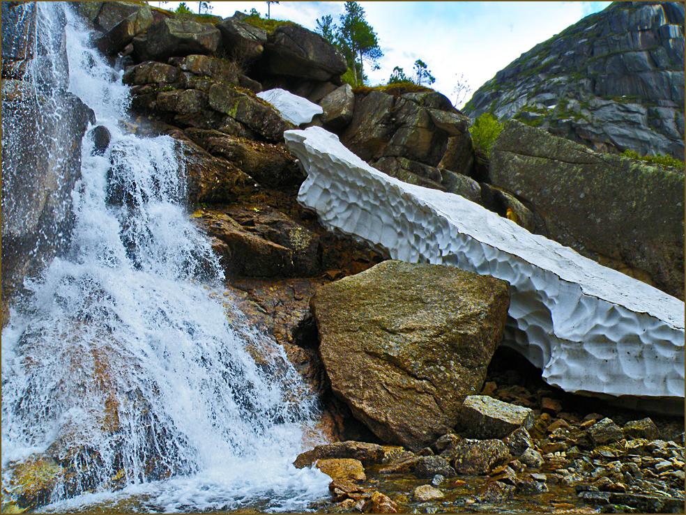 Верхний водопад ГД со снежником