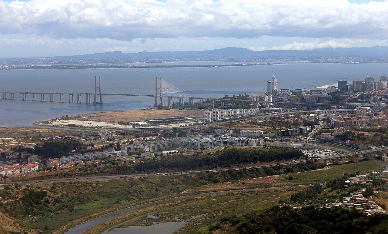 Лиссабон с воздуха. Мост Васка-да-Гама.