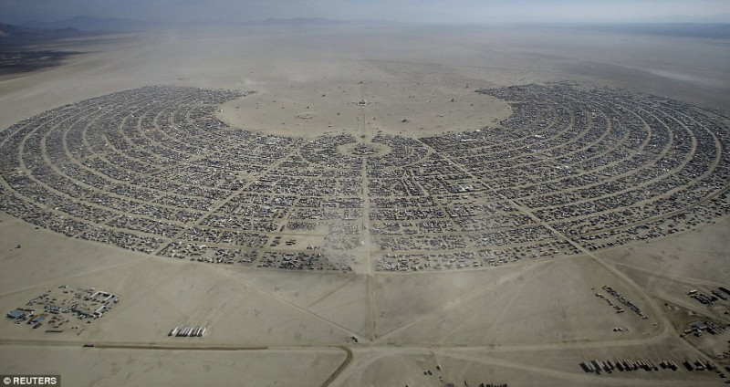 Оцени масштаб — фестиваль Burning Man с высоты птичьего полета и не только (21 фото)
