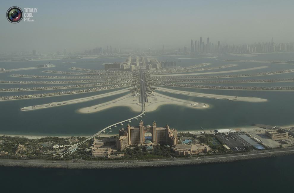 24. Вид с воздуха на остров Пальма Джумейра в Дубае. (REUTERS/Ahmed Jadallah)