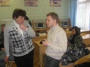 Женя Прокопьев рассказывает о преимуществах ALT Linux преподавателю информатики.
