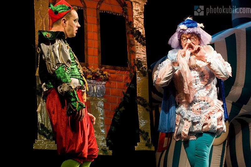 фоторепортаж театр спектакль маски шоу  Ромео и Джульетта в интерпретации комик труппы Маски
