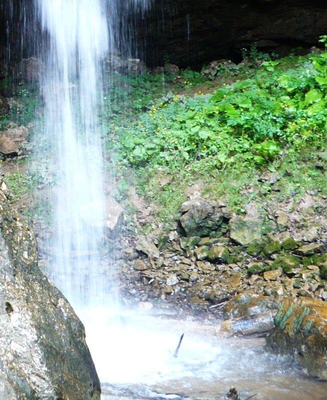 Сдедь камней водопадов синь...