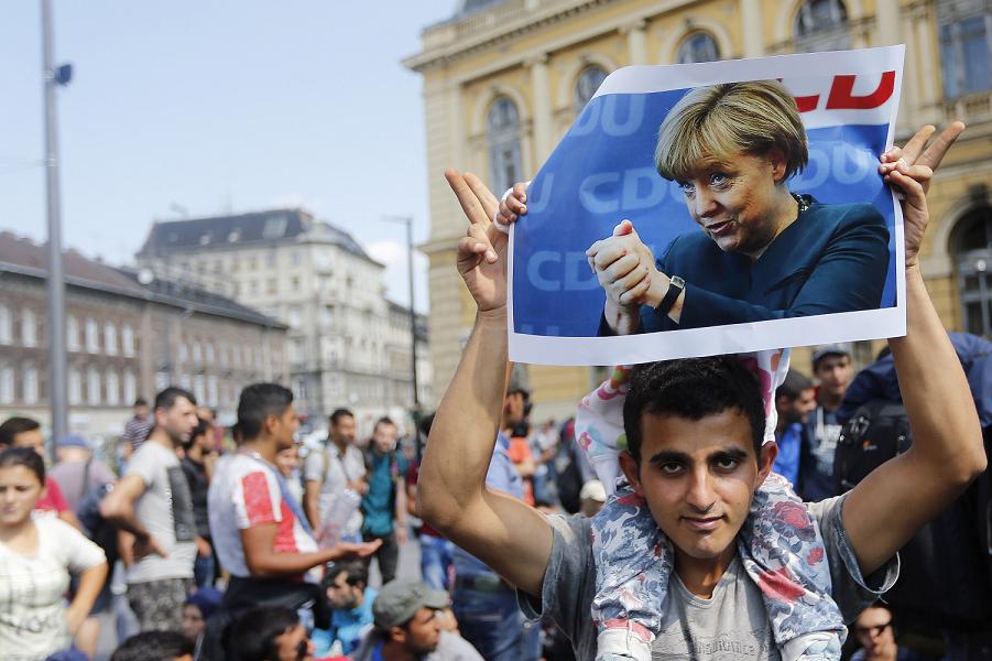 Меркель и мигранты.png