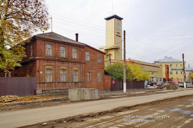 Управление МЧС Рязанской области и памятник пожарным