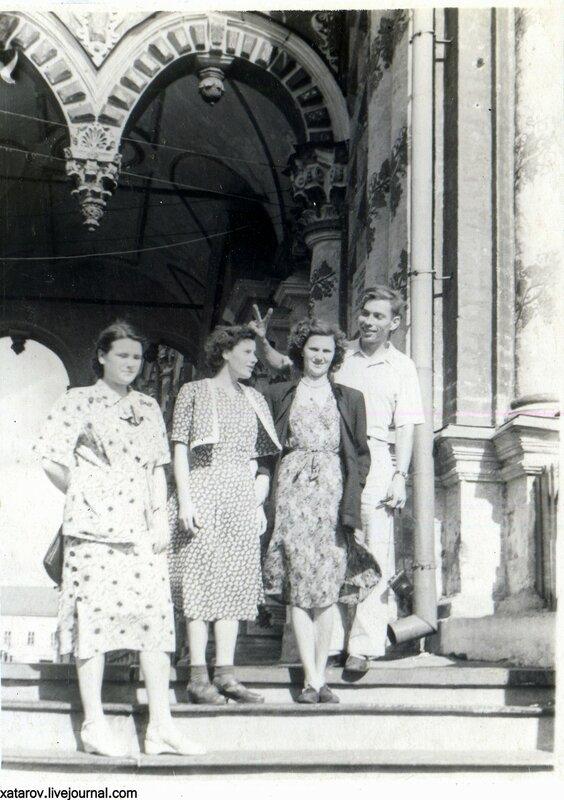 Загорск. У трапезной. Лето 1983 г..jpg