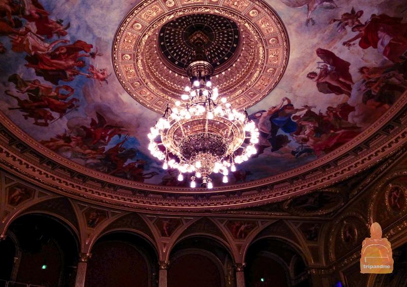 Потолок в главном зале оперы