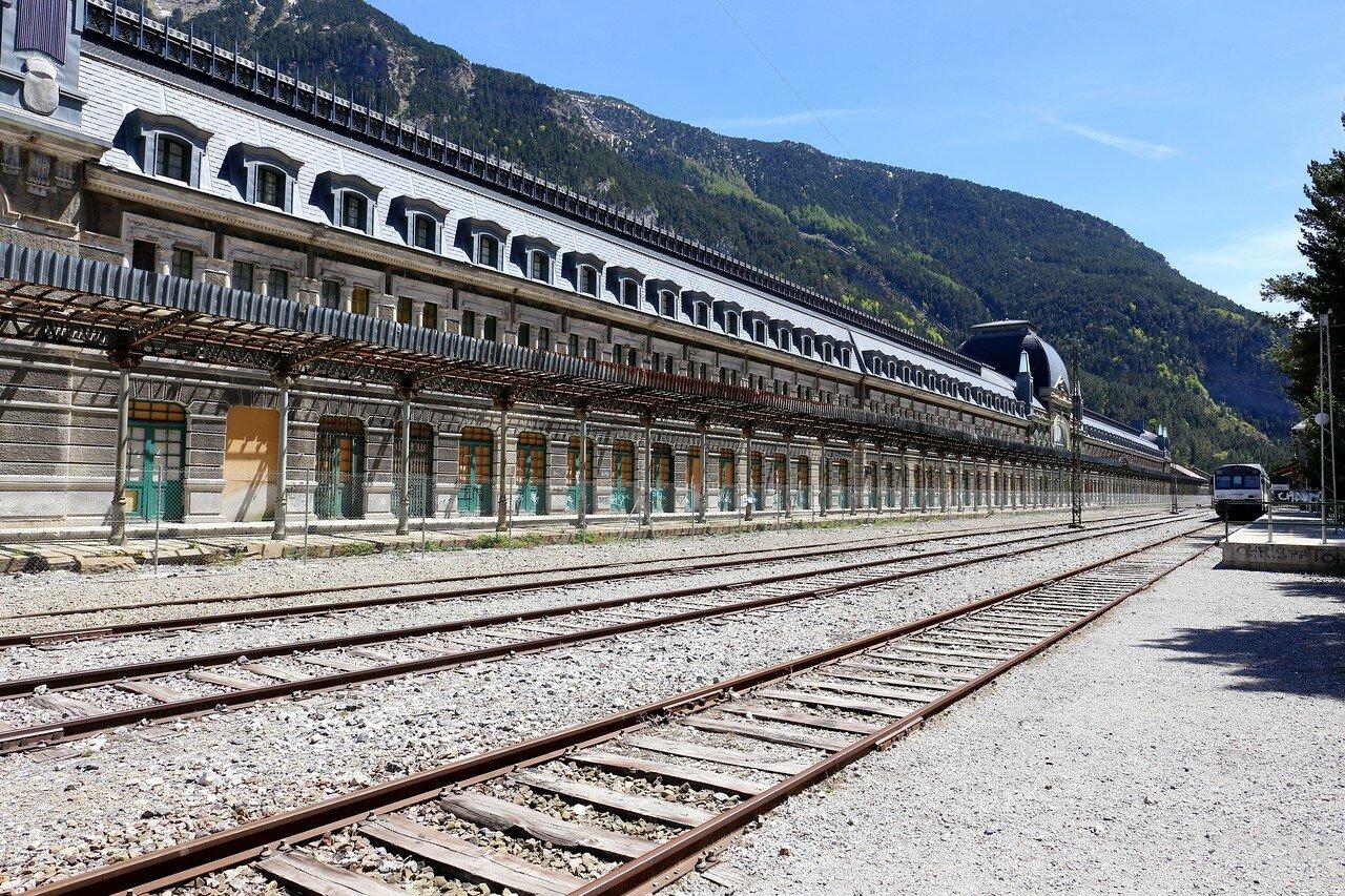 Заброшенный международный вокзал Канфранк (Estación Internacional de Canfranc)