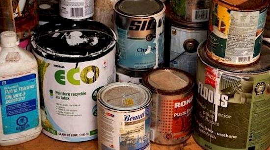 Хорошенько вычистите старую банку от краски, прежде чем делать из неё тайник! Держите банку в га
