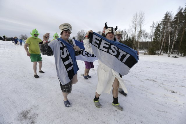 People run to the sauna during the sauna marathon near Otepaa, Estonia, February 6, 2016. (Photo by