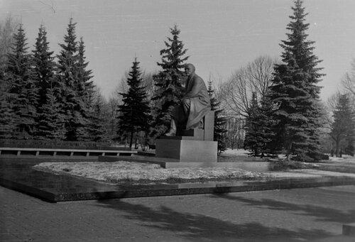 Памятник Ленину в Кремле.