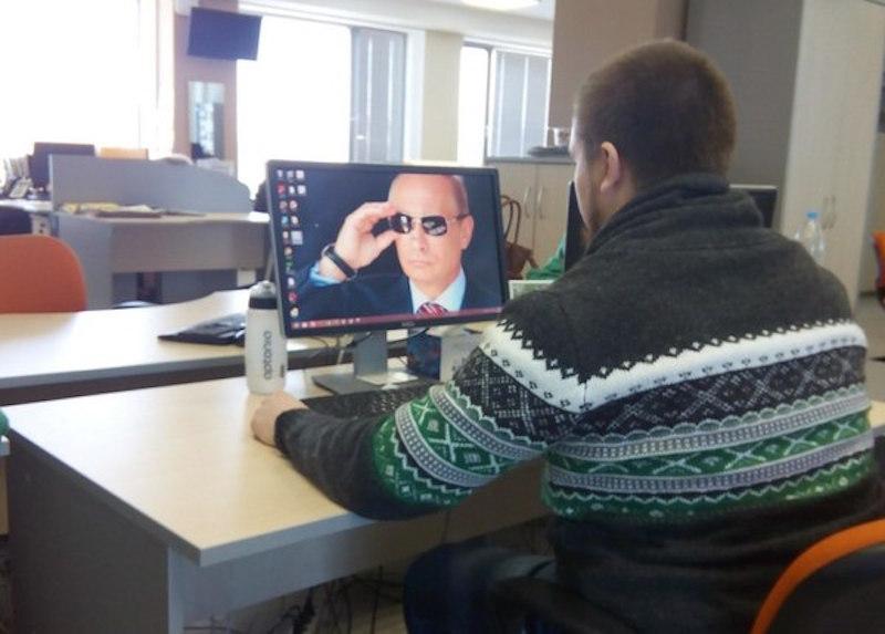 Большинство жителей России считает интернет полезным