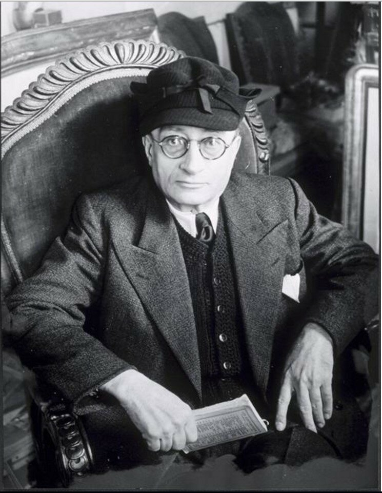 1943. Хайме Сабартес в кресле