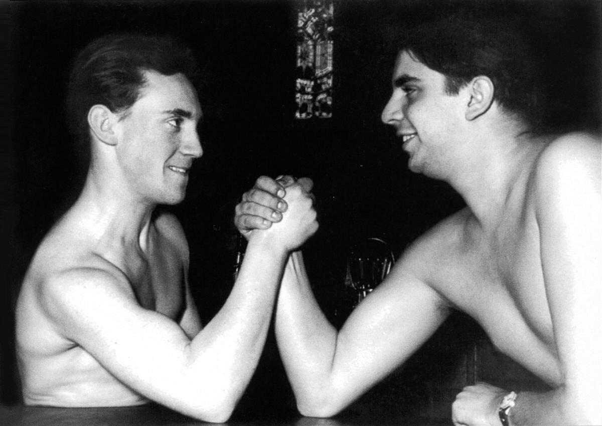 1958 - 1959. Армреслинг Владимира Высоцкого с Александром Виленским в Москве.