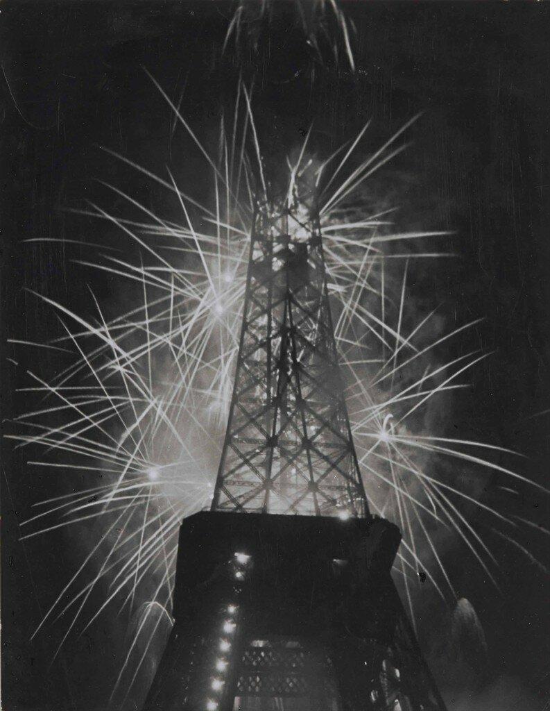 1930. Эйфелева башня