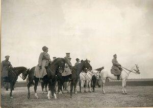 Высочайший смотр 3-го кавалерийского корпуса 29 марта 1916 года. За Государем в шеренге слева направо командир корпуса генерал граф Келлер, генерал А.А. Брусилов, Великий Князь Дмитрий Павлович