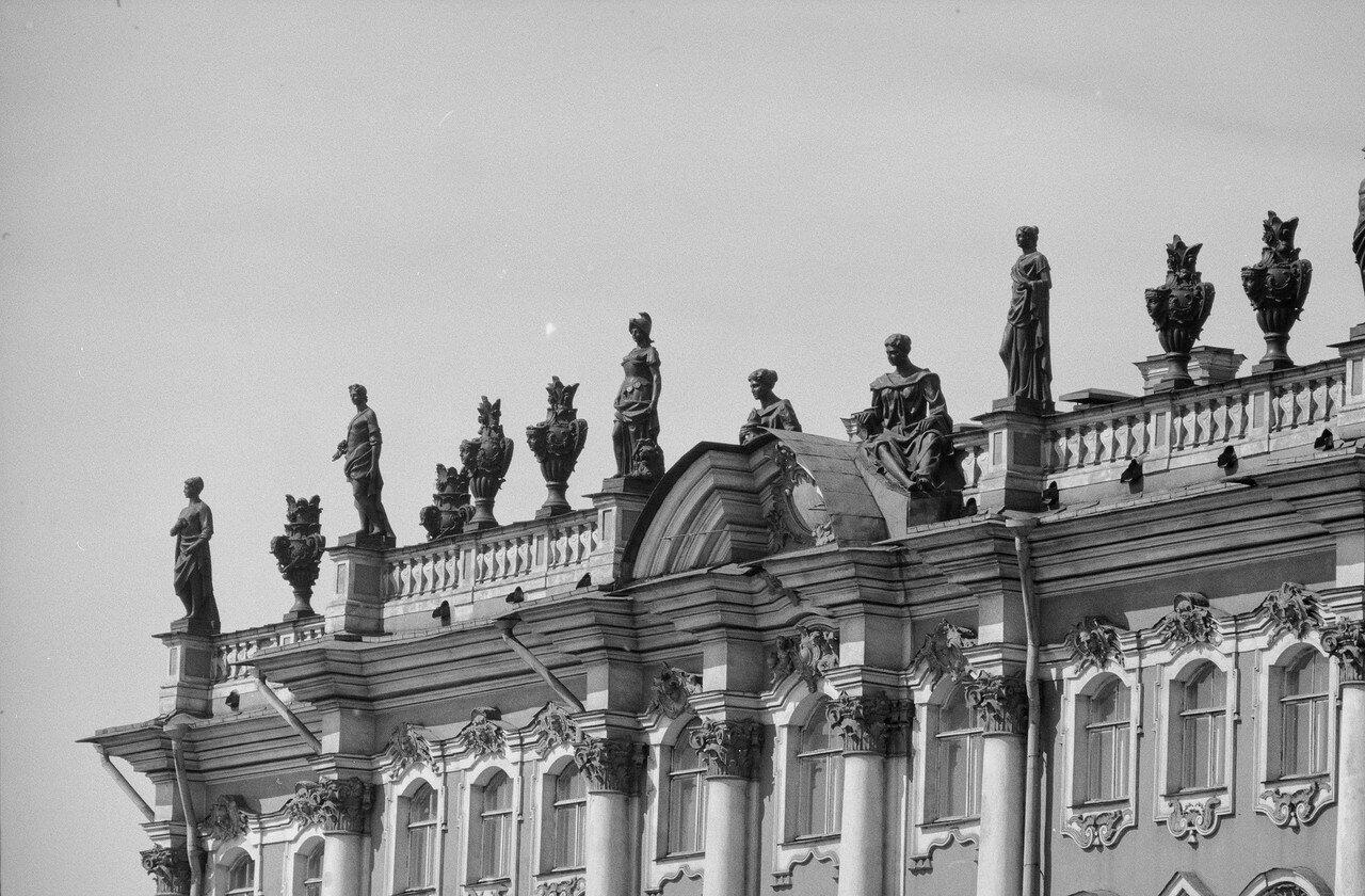 07. Статуи и вазы на балюстраде Зимнего дворца