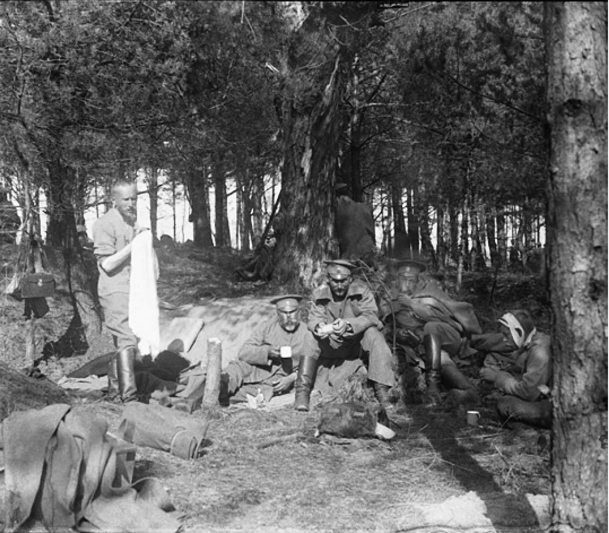 88. 1916. Солдаты на отдыхе. Начало лета. Позиции на реке Сервечь, Минская губерния