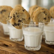 Молоко с печеньем