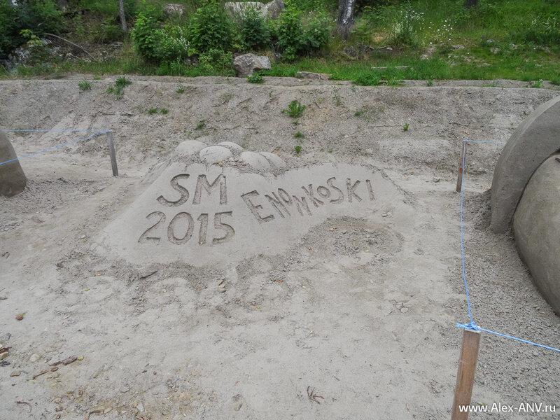 Зрители давно разошлись, но песок сопротивляется природе и скульптуры нас дождались